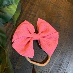 Nylon bow headband.
